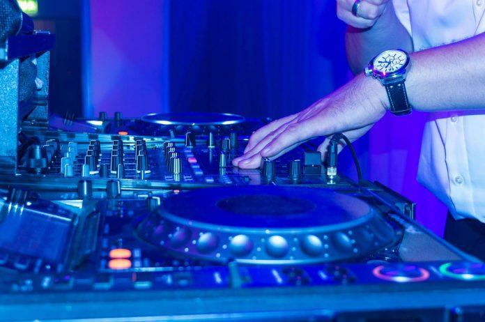תקליטן לחתונות - מסיבת ריקודים שלא נגמרת